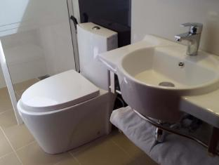 Hotel Sansu Colombo - Bathroom