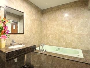 Hallmark Inn Malacca - Premier Executive Bathroom