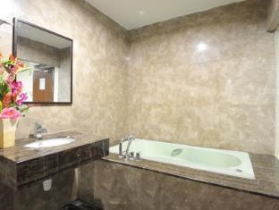 Hallmark Inn Malacca - Bathroom