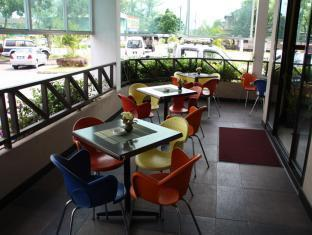 Samudra Court Hotel Kuching - Balcony/Terrace