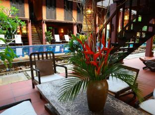 The Village House Kuching - Hotellet indefra