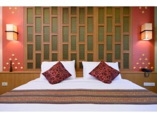 Golden House Bangkok - Golden Grand Deluxe King Size Bed