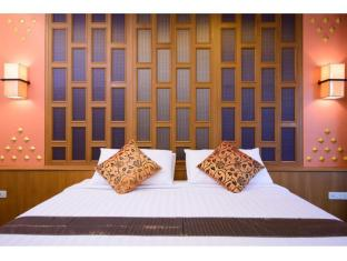 Golden House Bangkok - Royal deluxe king bed
