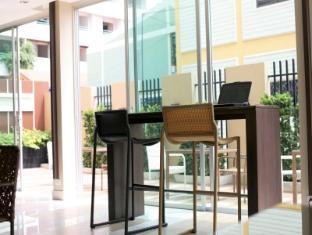April Suites Pattaya Pattaya - Internet Corner
