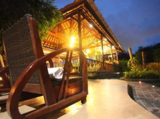 Sanur Seaview Hotel Bali - Poolside Area