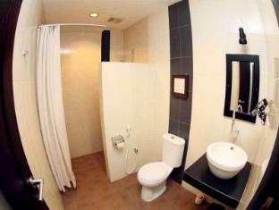 Puri Chorus Hotel Yogyakarta - Bathroom