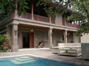 Taman Suci Suite & Villas Bali - Swimming Pool