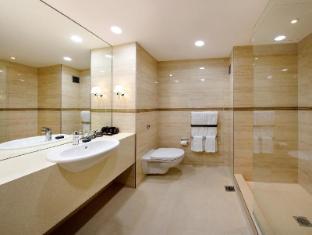 Skycity Hotel Auckland - Deluxe Room Bathroom