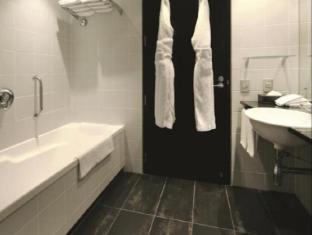 Skycity Hotel Auckland - Premium Suite Bathroom