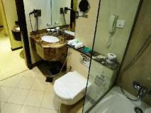 Al Hamra Hotel: bathroom