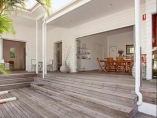 /byron-cove-beach-house/hotel/byron-bay-au.html?asq=jGXBHFvRg5Z51Emf%2fbXG4w%3d%3d