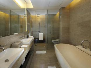 Courtyard by Marriott Bali Nusa Dua Bali - bath tub suite