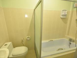 ปิยะพรฮิลล์ พาราไดซ์  แม่สาย (เชียงราย) - ห้องน้ำ