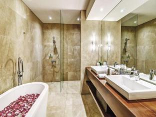 Semara Resort & Spa Seminyak Bali - Bathroom