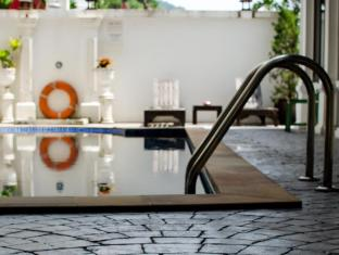 Chic Boutique Hotel Phuket - Swimming Pool
