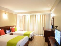 Paaugstināta komforta numurs ar divām vienvietīgām gultām, 35 kvadrātmetri un ar skatu uz pilsētu