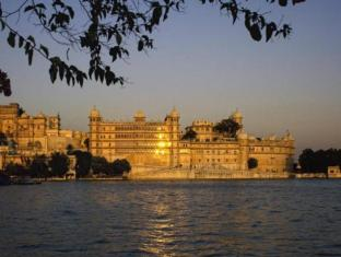 /fateh-prakash-palace-heritage-grand/hotel/udaipur-in.html?asq=GzqUV4wLlkPaKVYTY1gfioBsBV8HF1ua40ZAYPUqHSahVDg1xN4Pdq5am4v%2fkwxg