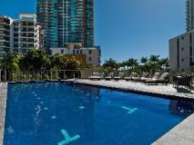 Meriton Serviced Apartments Southport: swimming pool