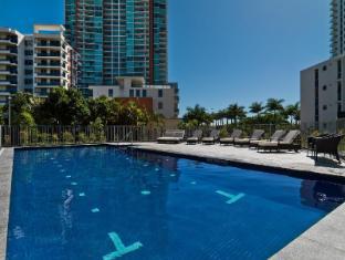 Meriton Serviced Apartments Aqua Street Gold Coast - Swimming Pool