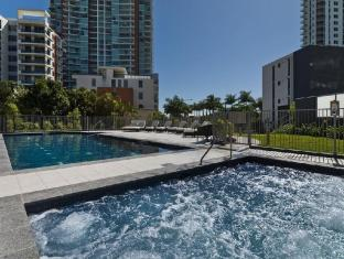 Meriton Serviced Apartments Aqua Street Gold Coast - 2 Bedroom Apartment