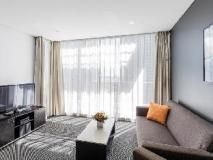 Meriton Serviced Apartments Southport: guest room