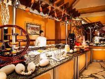Officers Club & Hotel: restaurant