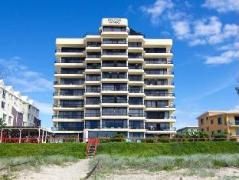 Australia Hotel Booking | Pelican Sands Beachfront Resort