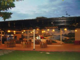 Camp Holiday Resort & Recreation Area Davao City - المطعم