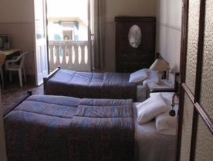 /triomphe-hostel/hotel/alexandria-eg.html?asq=jGXBHFvRg5Z51Emf%2fbXG4w%3d%3d
