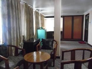 Anou Paradise Hotel Vientiane - Suite Room Sitting Area