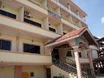 Sisavath Hotel: exterior