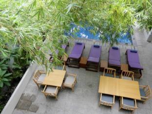 Omana Hotel Phnom Penh - Looking down on pool