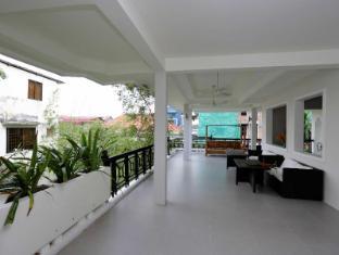 Omana Hotel Phnom Penh - On the terrace