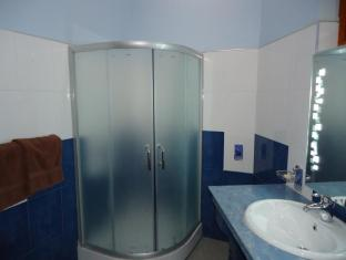Rani Beach Resort Negombo - Deluxe Room Bathroom