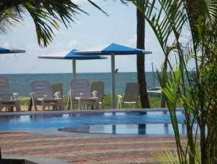 Rani Beach Resort Negombo - Sunbeds By The Pool