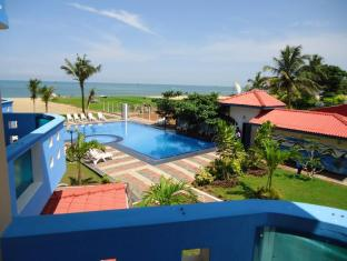 Rani Beach Resort Negombo - Garden