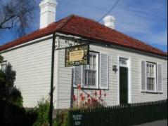 Australia Hotel Booking | Alice's Cottages and Spa Hideaways