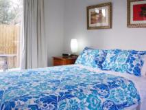 Central Cowes Family Townhouses: guest room