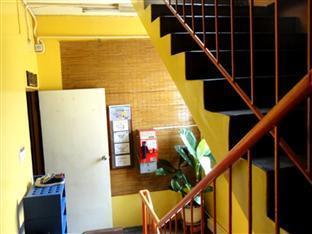 Pondok Lodge Kuala Lumpur - Entrance Staircase