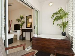 The Boutique Collection at the Beach Club Luxury Private Apartments Cairns - Balcony/Terrace