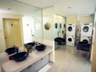 One Avenue Hotel Kuala Lumpur - Washing Machine