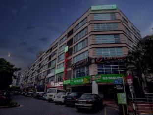 One Avenue Hotel Kuala Lumpur - Main Building Night View