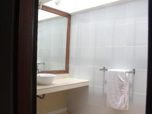 Bali Santi Bungalows Bali - Bathroom