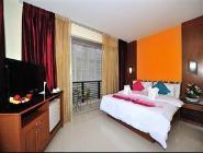 Nadstandardna soba s francosko ali dvema ločenima posteljama
