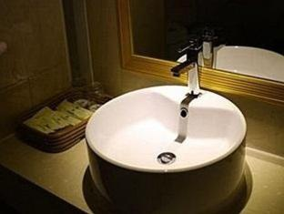 Golden Comfort Hotel Zhuhai - Bathroom
