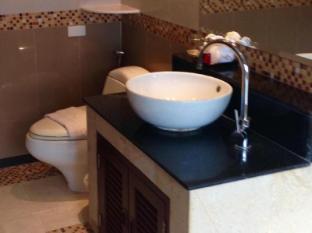 Grand Hill Residence Samui - Master Bathroom
