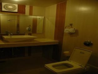 Hotel Shivdev International New Delhi and NCR - Bathroom