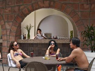 The Chateau Spa & Organic Wellness Resort Bentong - By the Pool Bar