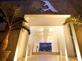 Cantaloupe Aqua Beach Club Hotel Unawatuna - Entrance to Aqua