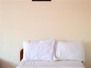 Phkar Chhouk Tep Monireth Phnom Penh - Bed and pillows
